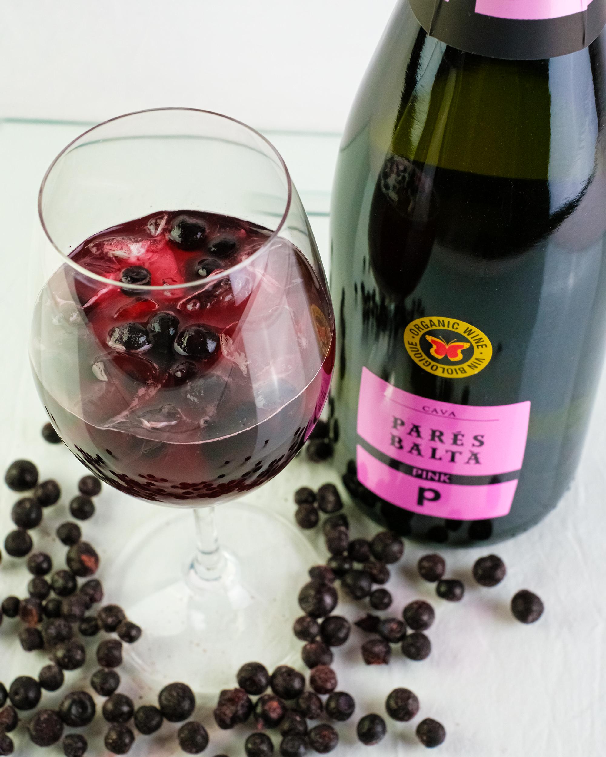 Pares Balta Pink Cava ja marjainen drinkki
